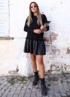 siyah-etegi-deri-pilise-detay-elbise